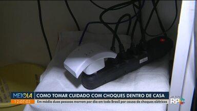 Cuidados pra evitar choques elétricos dentro de casa - Em média duas pessoas morrem por dia em todo Brasil por causa de choques elétricos