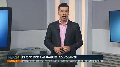 Depois de acidentes, PM prende dois motoristas por embriaguez ao volante em Ponta Grossa - Em um dos casos, motorista seguia pela contramão quando bateu contra carro e ônibus.
