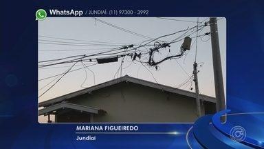 Moradores de Jundiaí reclamam de fios soltos em postes - Em Jundiaí (SP), os moradores disseram que a CPFL trocou postes no Jardim Estáio, mas deixou os fios todos soltos.