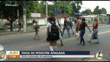 Pedestrem reclamam de faixa de pedreste apagada na Arthur Bernardes - A faixa fica próximo à unidade de saúde e escolas