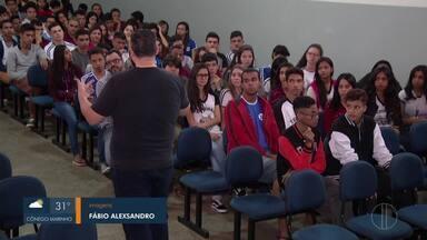 Projeto do Sesc incentiva jovens ao universo da literatura - Estudantes de Montes Claros participaram de encontro.