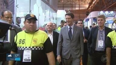 Ministro do Meio Ambiente participa da abertura da Fenasucro em Sertãozinho - Ricardo Salles falou sobre controle de queimadas após Inpe apontar alta de 82% nos registros.