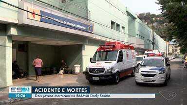 Dois jovens morrem em acidente na rodovia Darly Santos, em Vila Velha, ES - O pneu do carro soltou e o motorista perdeu o controle da direção.