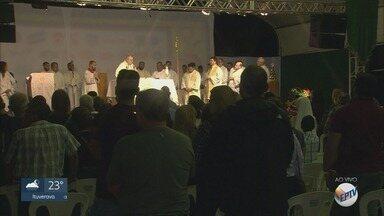 Missa sertaneja reúne fieis no Rancho do Peãozinho em Barretos, SP - Parque do Peão recebe competições e shows até 25 de agosto.