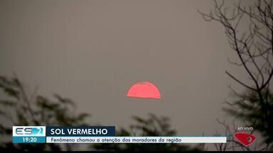 Fenômeno do Sol Vermelho chama a atenção de moradores da região Noroeste e Norte do ES - O sol ficou avermelhado no fim da tarde.