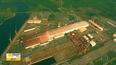 Estaleiro Atlântico Sul reduz atividades quase a zero e empregados são demitidos - Sindicato dos Metalúrgicos de Pernambuco diz que 3.450 empregados foram demitidos, nos últimos 12 meses.