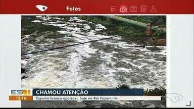 Espuma branca aparece no Rio Itapemirim e chama a atenção, no Sul do ES - Prefeitura disse que mandou uma equipe para verificar o que aconteceu.