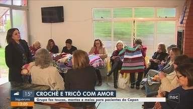 Grupo de mulheres produz toucas, mantas e meias para pacientes do Cepon - Grupo de mulheres produz toucas, mantas e meias para pacientes do Cepon