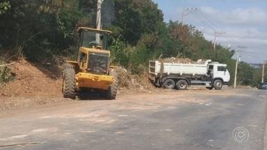 Prefeitura promove limpeza em bairro de Votorantim - Foram retirados pela prefeitura da cidade mais de sete caminhões de entulho, e o trabalho deve continuar.