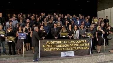 Auditores fiscais da Receita Federal fazem protesto em várias partes do país - Segundo eles, o dia de luto é contra interferências na instituição. O presidente Jair Bolsonaro falou sobre os protestos.
