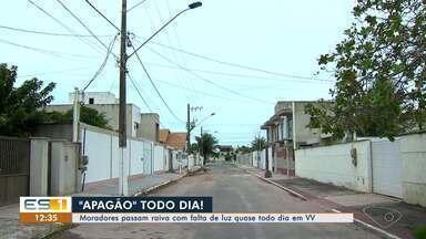 Moradores passam raiva com falta de luz quase todo dia em Vila Velha, ES - Moradores e comerciantes de alguns bairros do município têm muito prejuízo com eletrodomésticos queimados.