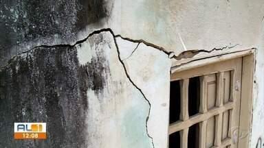 Moradores do Bom Parto denunciam surgimento de rachaduras e afundamento de casas - Moradores do bairro temem que situação seja a mesma que a dos bairros Pinheiro, Mutange e Bebedouro.