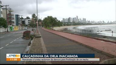 Obra inacabada na orla de João Pessoa - A Prefeitura está aguardando um aditivo para concluir a obra.