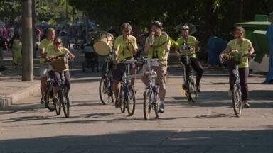 Hoje é dia de música estranha: pedalando e tocando - Uma orquestra completa sobre rodas