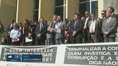 Membros do Judiciário de Campinas protestam contra projeto sobre abuso de autoridade - Ato aconteceu nesta quinta-feira (22), na Cidade Judiciária. Manifestação contesta projeto que define 30 situações que passarão a configurar crime de abuso de autoridade.