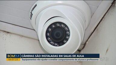 Salas de aula do município de Cambé ganham câmeras de monitoramento - Equipamentos devem monitorar atividades de alunos e também profissionais.