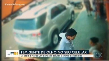 A cada 5 horas, um celular é roubado em Goiânia - Ocorrências aumentaram 35% no primeiro semestre do ano na capital.