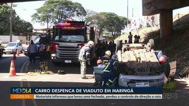 Carro despenca de viaduto em Maringá - Motorista informou que levou uma fechada, perdeu o controle da direção e caiu.