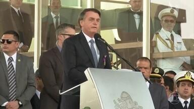Jair Bolsonaro fala que pode enviar exército para a região de queimadas na Amazônia - Pressionado pela repercussão negativa, em grande parte causada pelas declarações do próprio presidente, o governo brasileiro instalou um gabinete de crise e anunciou medidas.