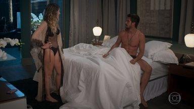 Silvana vê bilhete de Paloma e fica brava com Marcos - Marcos dorme enquanto Silvana fala com ele