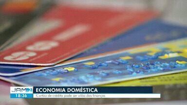 Cartão de crédito pode ser 'vilão' nas finanças - Veja dicas de como lidar com parcelamentos.