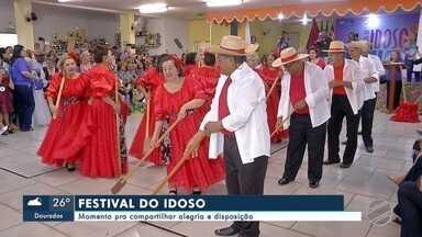 Festival do Idoso: Momento para compartilhar alegria e disposição - Para valorizar tanta disposição, um festival. Trinta unidades da Rede de Proteção Social se uniram na realização do evento.
