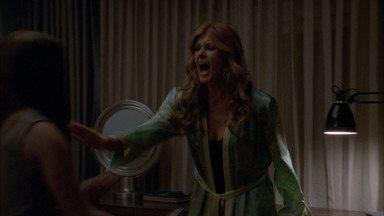 Dia das Bruxas - Parte 2 - Durante um encontro com Violet, Tate é assediado por um grupo de adolescentes. Ben e Vivien são assombrados por um novo convidado da casa.