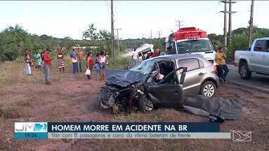 Acidente entre carro e van mata motorista na Avenida dos Portugueses, em São Luís - A esposa do motorista do carro ficou ferida e foi socorrida. Passageiros da van ficaram gravemente feridos.