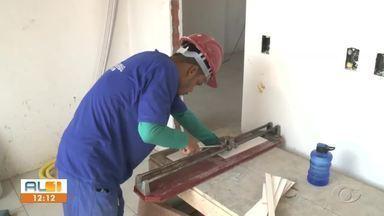 Geração de empregos tem alta, mas falta de crédito no mercado gera incertezas - Números do Caged mostram leve melhora no mercado em Alagoas.