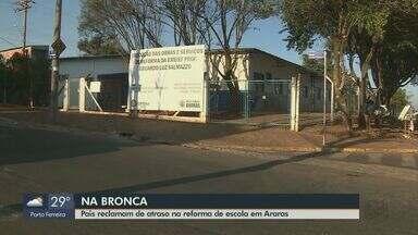Pais de alunos reclamam de atraso na reforma de escola no Jardim Ometto II em Araras - Segundo a prefeitura, obra está em andamento e dentro do cronograma.