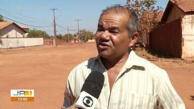 Moradores reivindicam asfalto prometido na quadra 508 Norte, em Palmas - Moradores reivindicam asfalto prometido na quadra 508 Norte, em Palmas