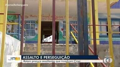 Ladrões assaltam Cmei durante almoço das crianças, em Goiânia - Policiais perseguem os criminosos para prendê-los.