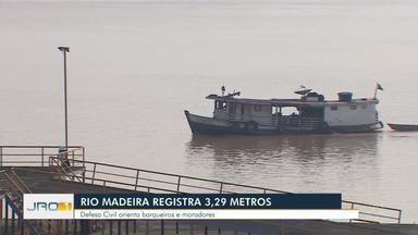 Rio Madeira registra 3,29 metros - Defesa civil orienta barqueiros e moradores.