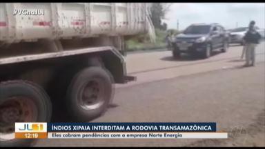 Índios Xipaia interditam a rodovia transamazônica - Índios Xipaia interditam a rodovia transamazônica