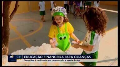 Escola em Divinópolis ensina para crianças sobre a conscientização financeira - Todos os dias, antes mesmo da fase de alfabetização, os estudantes aprendem noções de soma, subtração e como poupar dinheiro.