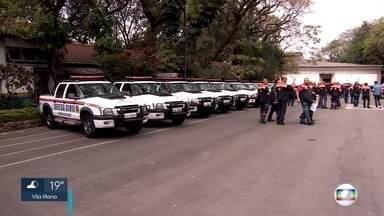 Secretário se reúne com Defesa Civil após denúncias de sucateamento na frota de viaturas - O secretário municipal de segurança urbana conversou com os membros da Defesa Civil e informou que 16 viaturas serão alugadas para o transporte de trabalhadores.