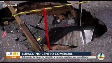 Cratera no centro comercial de Belém causa transtornos à população - Cratera no centro comercial de Belém causa transtornos à população