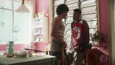 Ramon intimida Luan - Ramon quer garantir que o jovem não erre com Alice