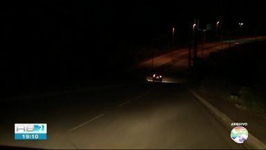 Prefeitura de Caruaru resolve problema de iluminação no Anel Viário em Caruaru - População reclamava da insegurança no local.