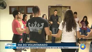 JPB2JP: Grupo entrega alimentos para moradores de rua de João Pessoa - Hoje é o Dia do Voluntariado.