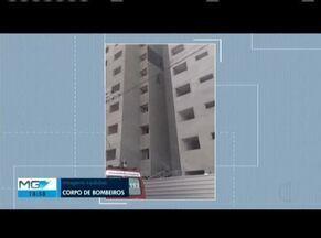 Operário fica preso em prédio e é resgatado por Bombeiros - Trabalhador não teve ferimentos.
