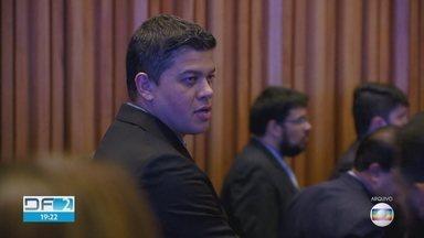 MP investiga denúncias de servidores fantasmas na Câmara Legislativa - O ministério Público pediu informações sobre os servidores do gabinete do deputado Daniel Donizet, do PSDB. A suspeita é de que alguns funcionários recebem os salários, mas não cumprem a jornada de trabalho.