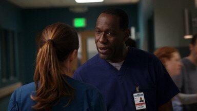 Fora de Controle - Drew é forçado a reavaliar suas prioridades como um novo pai. Vítimas de um desastre em um parque de diversões lotam o turno da noite. Scott tenta ser mais ativo no hospital.