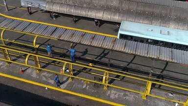 Terminal de ônibus de Canoas que havia sido queimado está sendo restaurado - Apenados, do projeto Recomeçar, estão realizando a reforma.