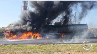 Carreta pega fogo e interdita Dutra no trecho entre Taubaté e Caçapava - Veículo carregado com ácido clorídrico teve início por volta das 8h40 na altura do Km 118. Ninguém ficou ferido.
