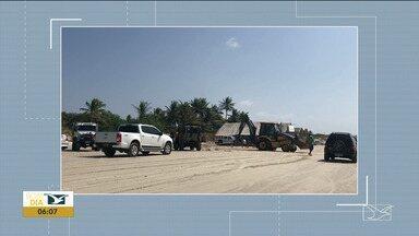 Maré sobe e deixa veículos atolados no Maranhão - Vários carros acabaram atolados na areia depois que a maré subiu na Praia do Araçagi, em São José de Ribamar.