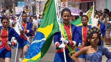 Escolas públicas e particulares participam do Desfile Cívico de Aracaju - O tema foi 'Navegando na Língua'.