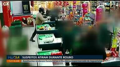 Assaltantes rendem funcionários e clientes de supermercado em Jaguariaíva - Segundo a PM, os suspeitos chegaram a dar tiros dentro do mercado.