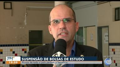 Cortes do governo suspendem bolsas de estudos de alunos em todo país - Cortes do governo suspendem bolsas de estudos de alunos em todo país