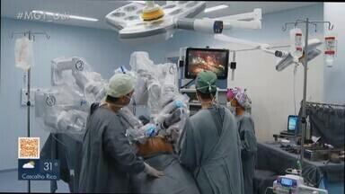Programa de cirurgia robótica é iniciado em Uberlândia - Iniciativa pioneira na área da saúde na cidade foi realizada no dia 31 de agosto. Com a chegada desse tipo de aparelho, o município se tornou o primeiro do Triângulo Mineiro a oferecer o procedimento.